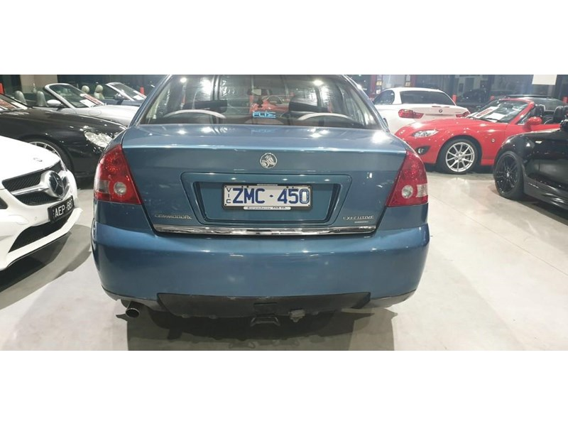 holden commodore 763699 006