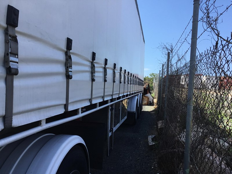 barker refrigerated curtainsider trailers 776505 002
