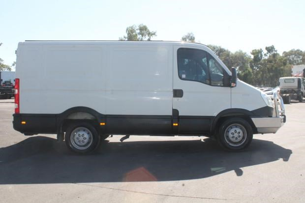 iveco daily 35s15 779356 017