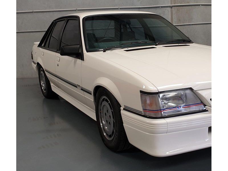 hdt commodore ss 784508 042
