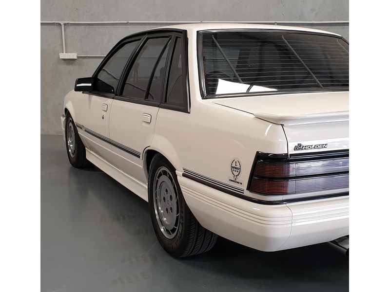 hdt commodore ss 784508 053