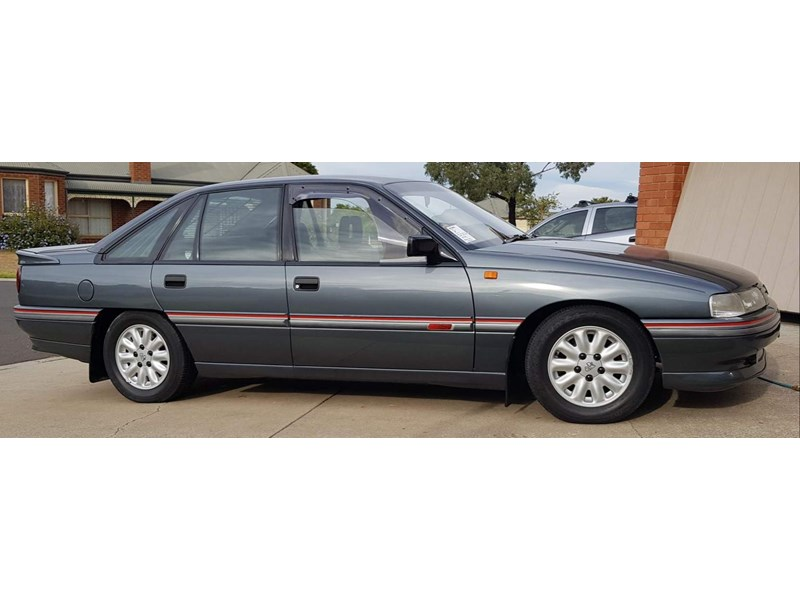 holden commodore 787849 006