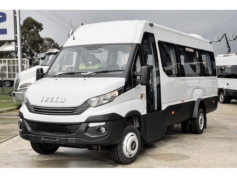 iveco daily mini bus shuttle 16 741126 001