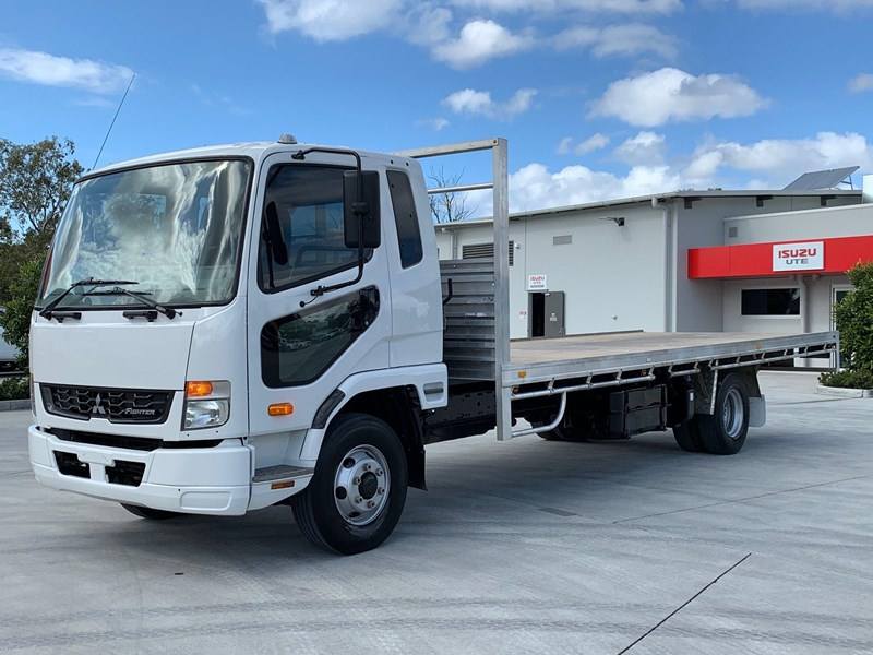 fuso fighter 1024 796473 002