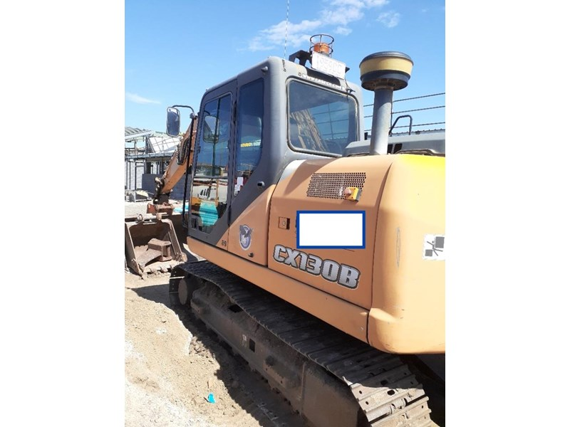 case cx130 with blade, tilting quick hitch 796630 002