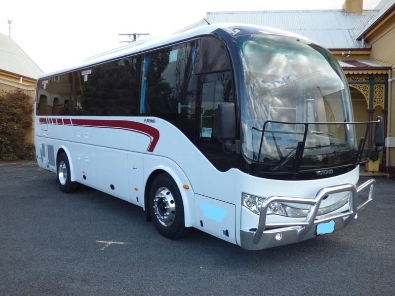yutong zk6930h 35 seater luxury coach 798769 004