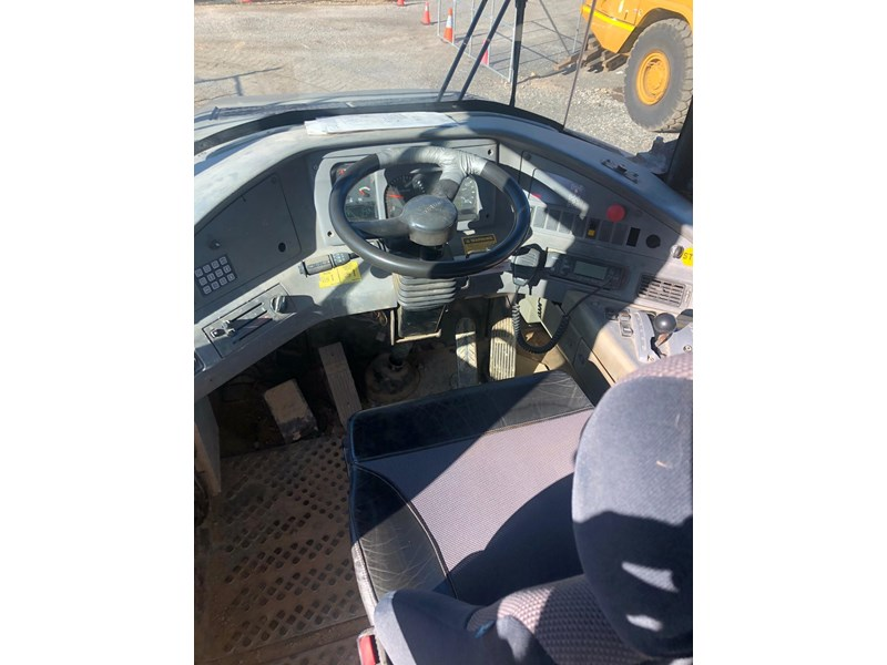 volvo a30d 737933 012