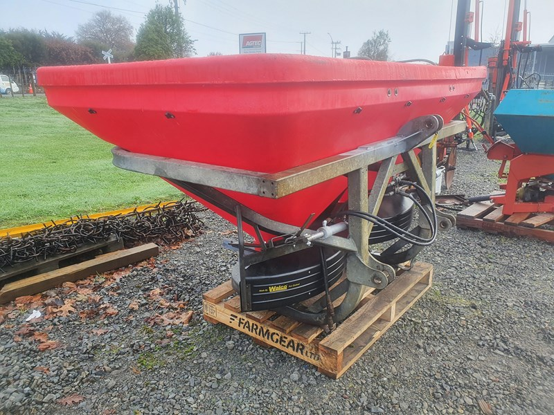 walco t1300 twin spinner 3ptl fertiliser spreader 801326 002