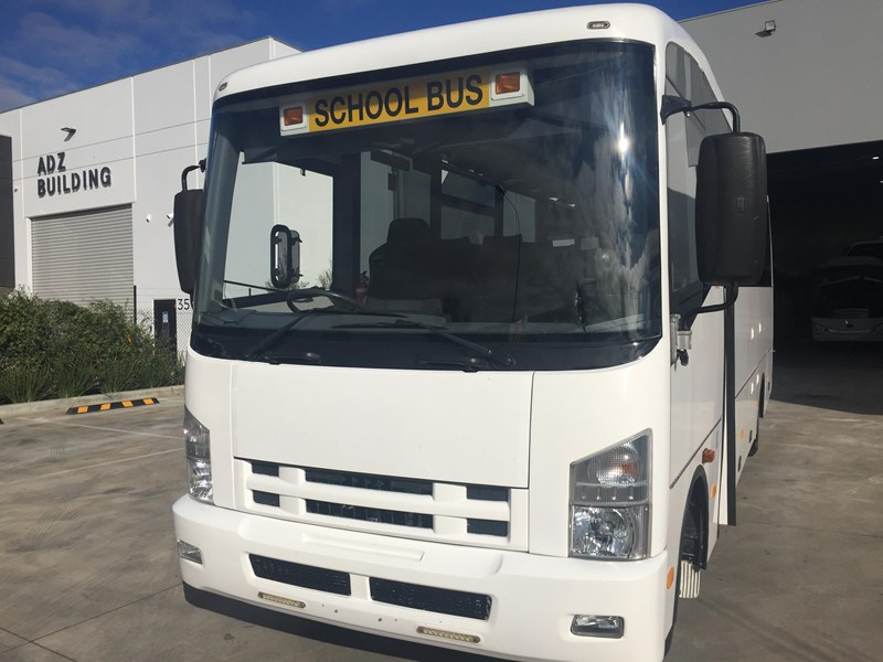 isuzu i-bus 34 seater school bus 805408 002