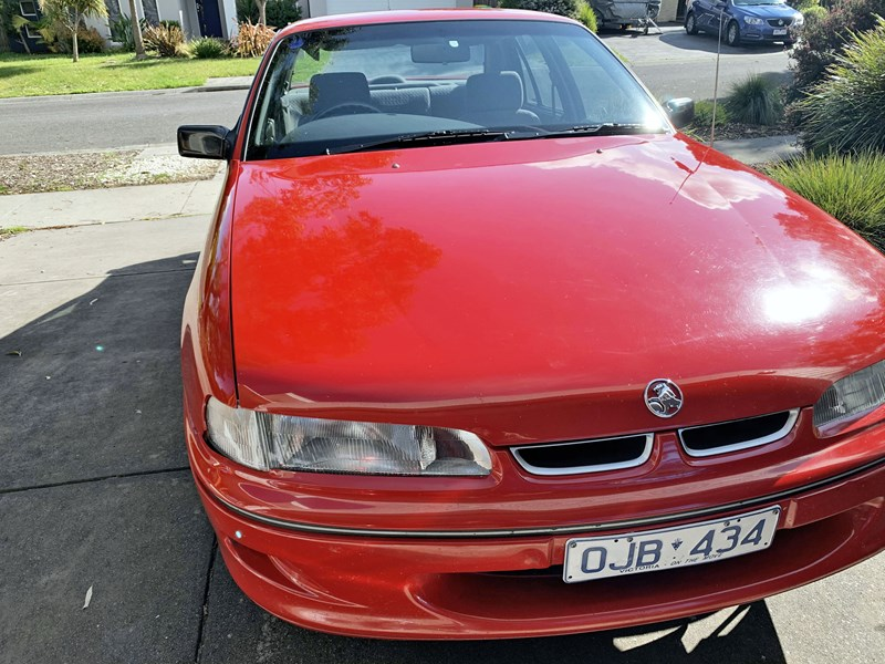 holden commodore 806348 015