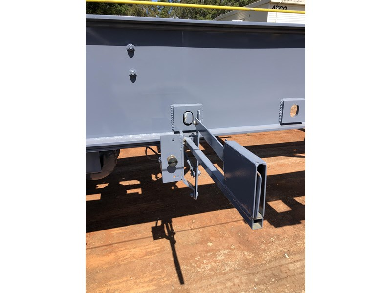 vawdrey retractable skel semi trailer with 3 way pins 704620 008