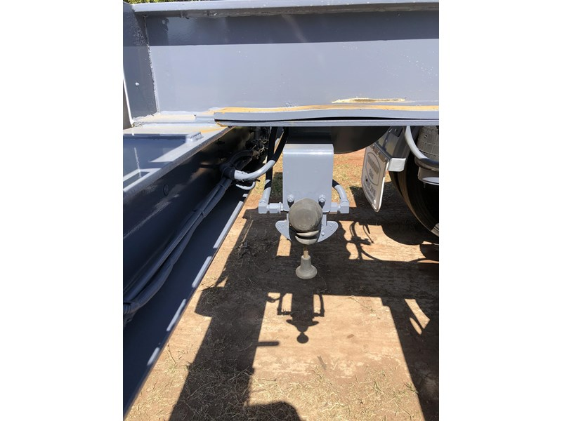 vawdrey retractable skel semi trailer with 3 way pins 704620 011