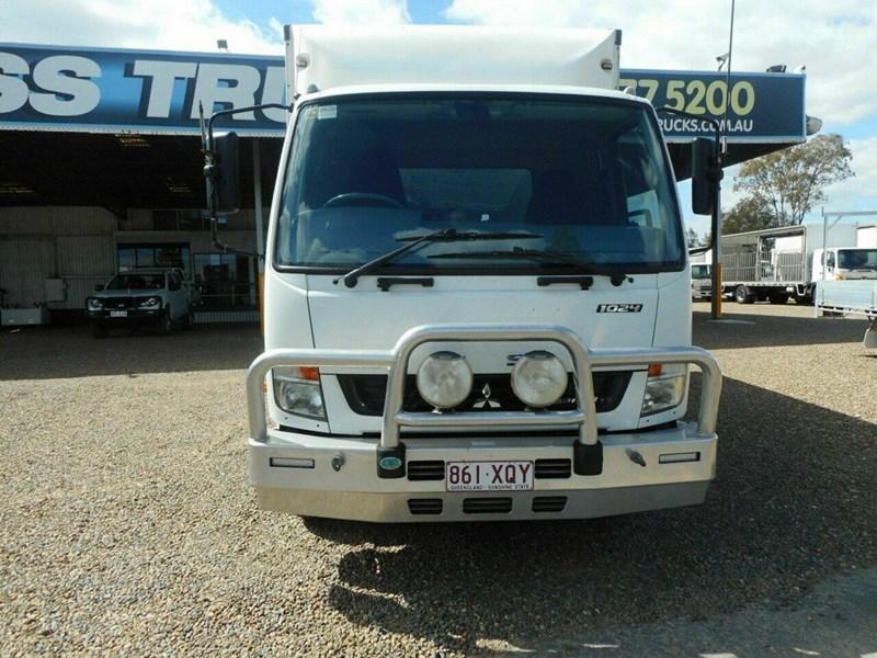 fuso fighter 811447 002