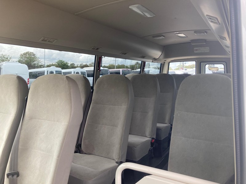 fuso rosa deluxe22 seater school bus 813249 002