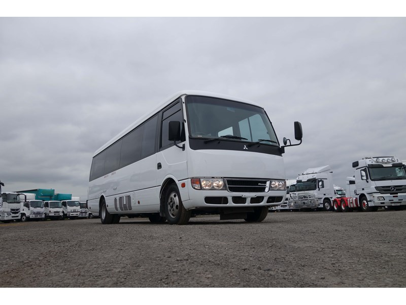 fuso rosa deluxe 25 seats 814029 011