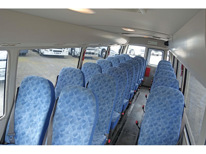 fuso rosa deluxe 25 seats 814029 002