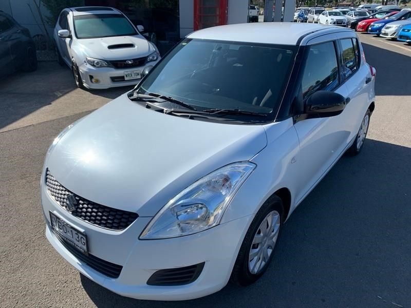 suzuki swift 813744 008