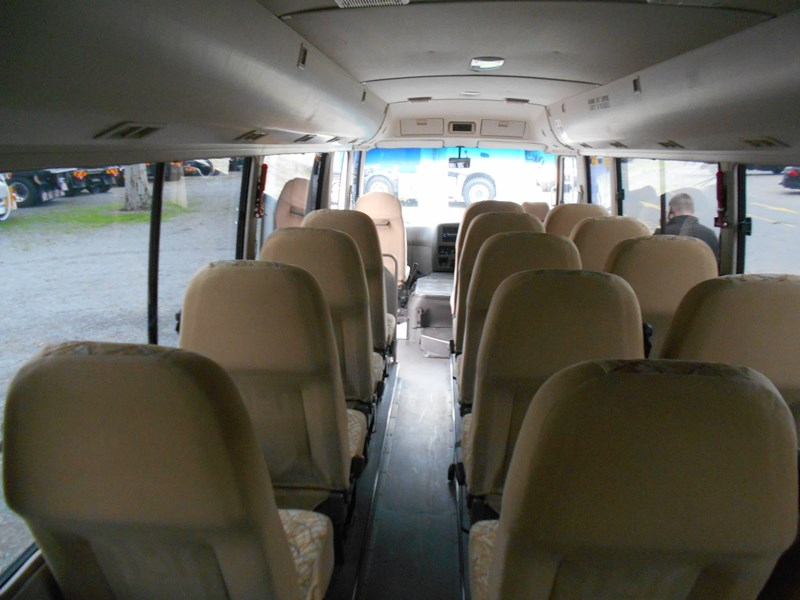 fuso rosa deluxe 25 seater 790104 013