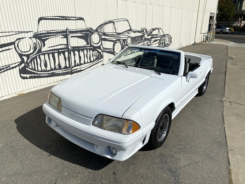 ford mustang 818093 002
