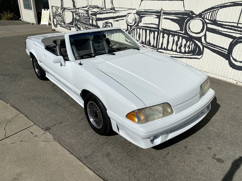 ford mustang 818093 016