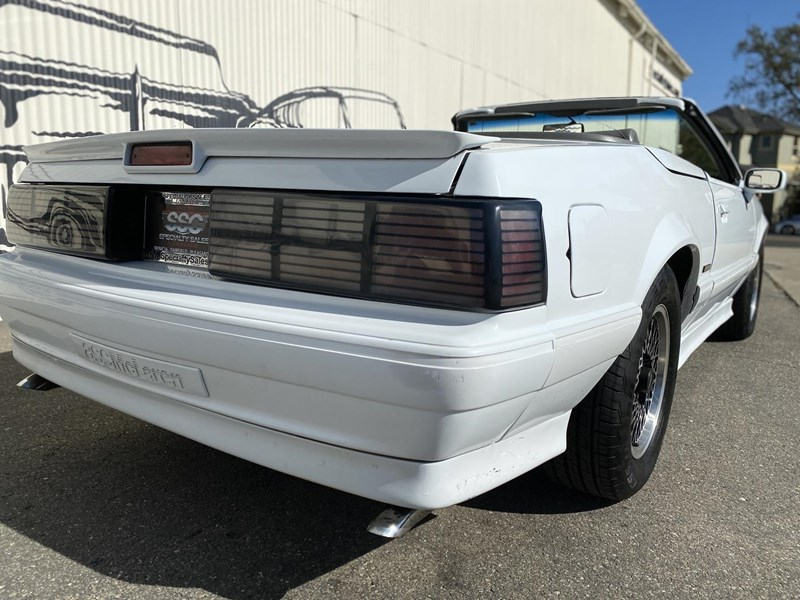 ford mustang 818093 010