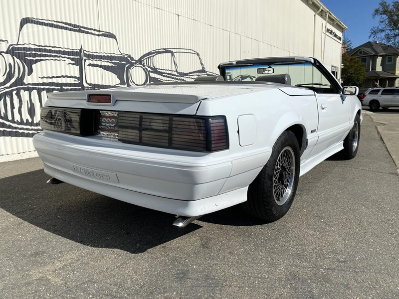ford mustang 818093 011