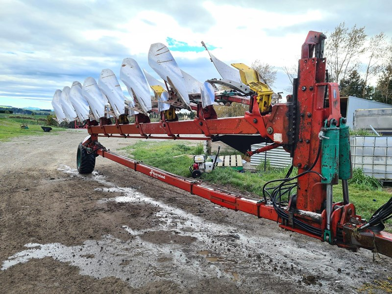 kverneland 7 furrow reversible plough 820031 008