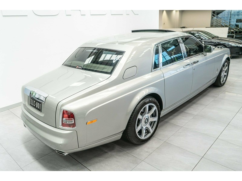 rolls-royce phantom 821305 010
