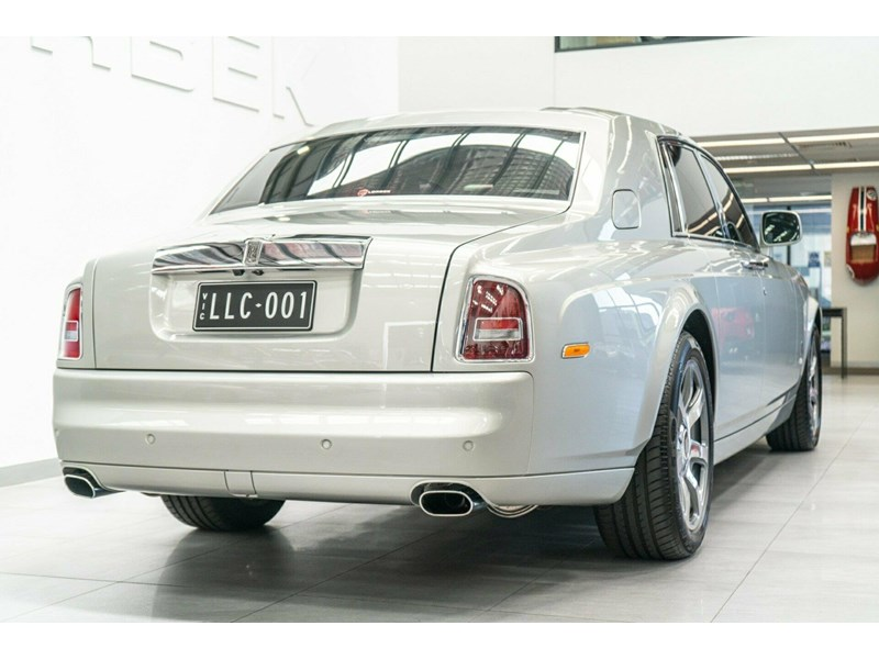 rolls-royce phantom 821305 011