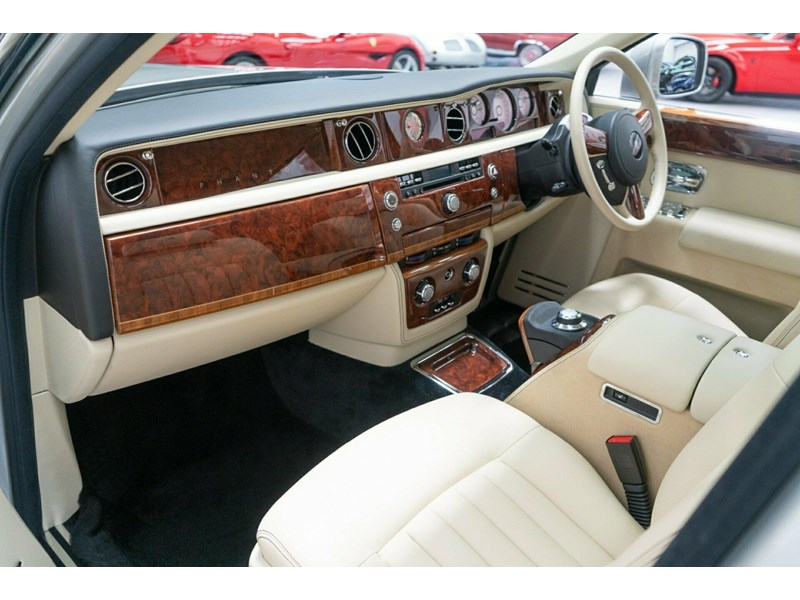 rolls-royce phantom 821305 024