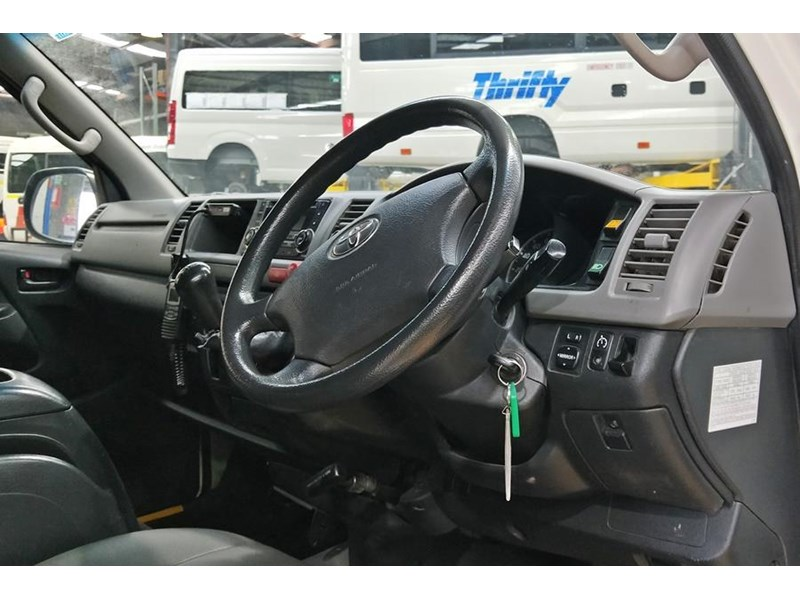 toyota awd conversion of hiace commuter 800907 002
