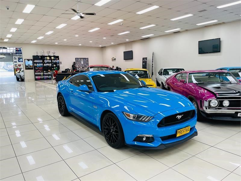 ford mustang 823758 001