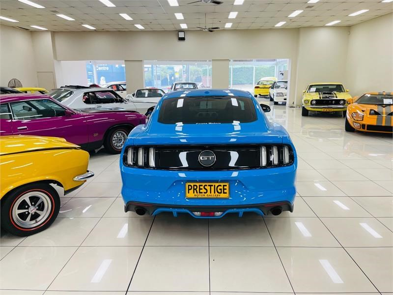 ford mustang 823758 005