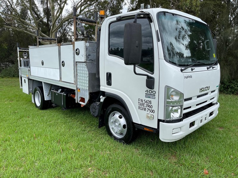 isuzu npr400 medium 824365 001