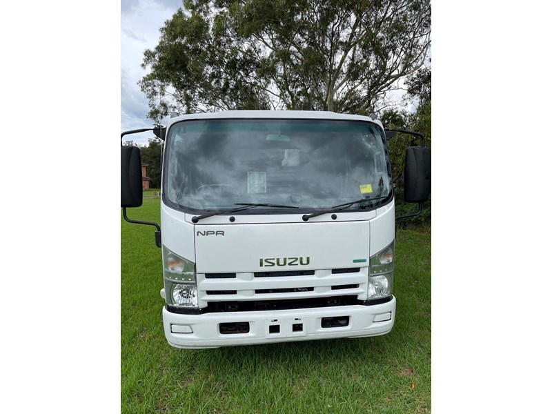 isuzu npr400 medium 824365 002