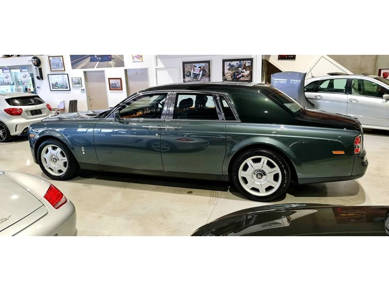 rolls-royce phantom 824359 015