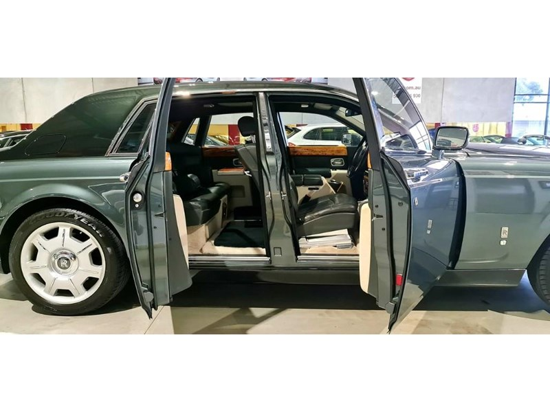 rolls-royce phantom 824359 026