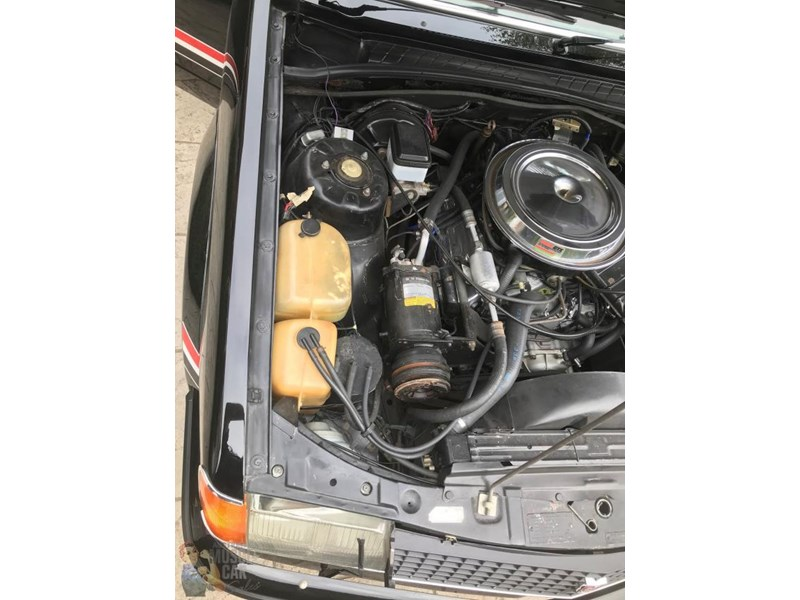 holden commodore 825188 011