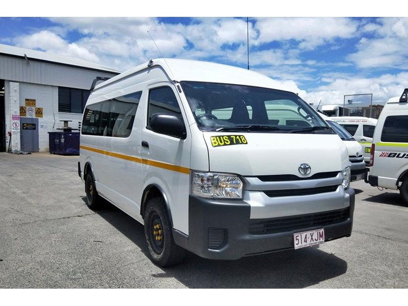 toyota 4x4 conversion of hiace commuter 825873 001