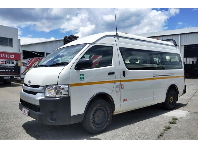 toyota 4x4 conversion of hiace commuter 825873 002