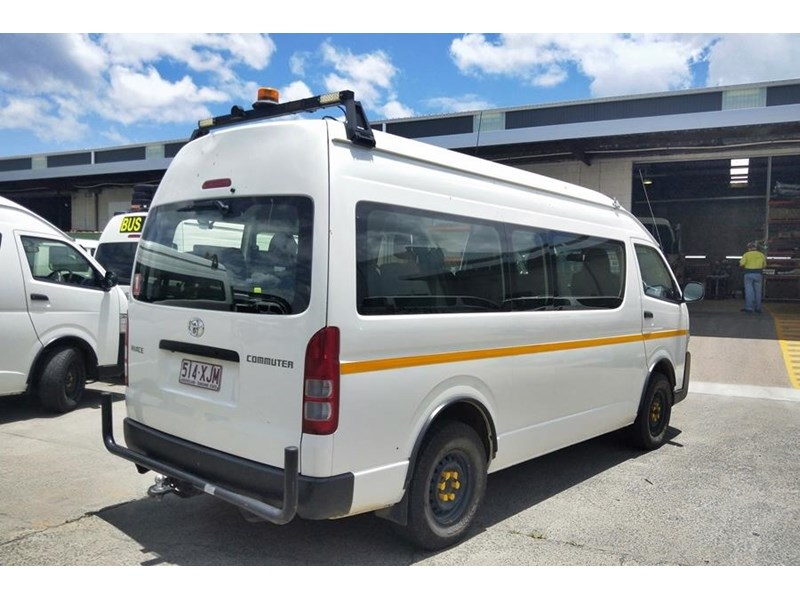 toyota 4x4 conversion of hiace commuter 825873 003