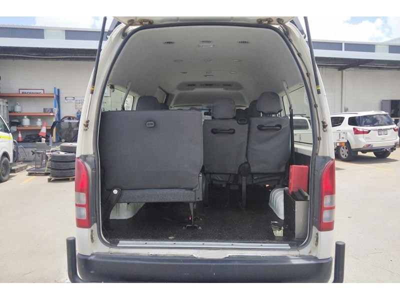 toyota 4x4 conversion of hiace commuter 825873 010