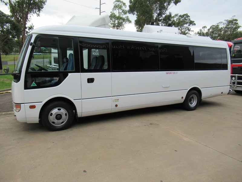 fuso rosa deluxe 25 seats 829132 003