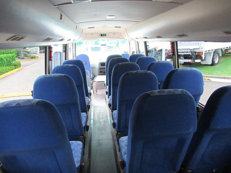 fuso rosa deluxe 25 seats 829132 020