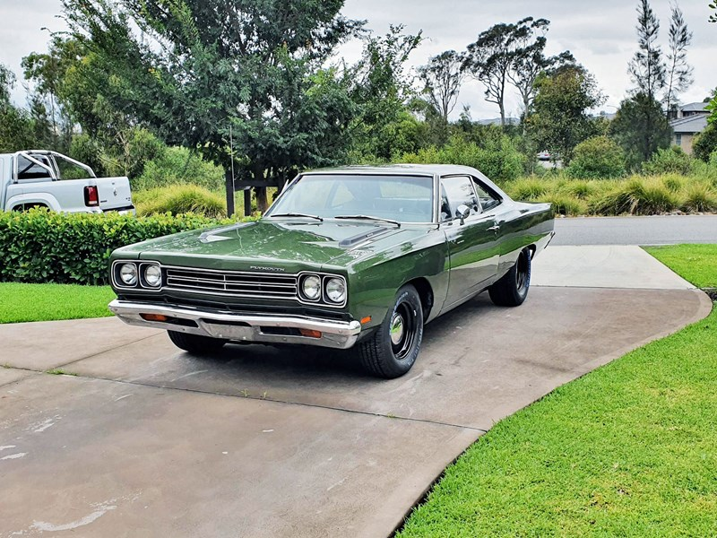 plymouth road runner 830132 002