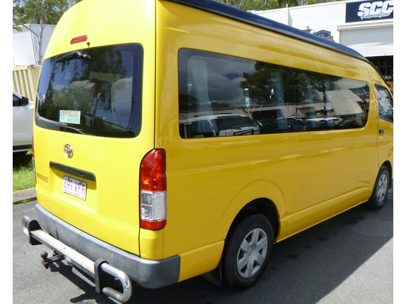 toyota hiace commuter bus 830978 002
