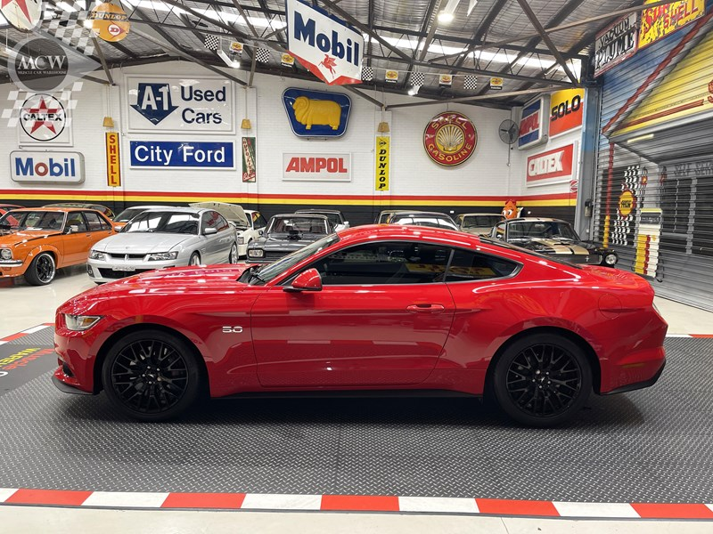 ford mustang gt 832619 010