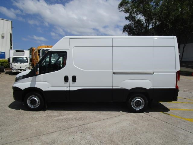 iveco daily 832990 004