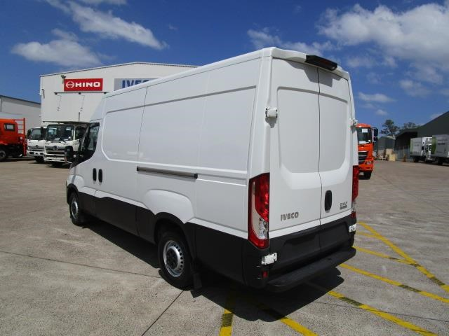 iveco daily 832990 005