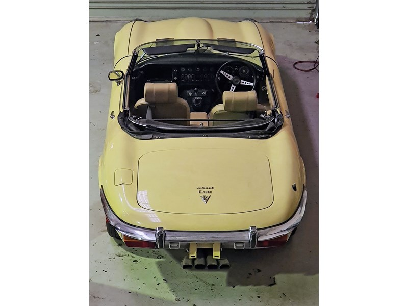 jaguar e-type 834223 015